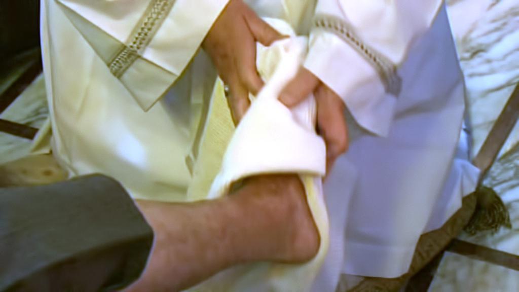 Papež umyl na Zelený čtvrtek nohy 12 tělesně postiženým