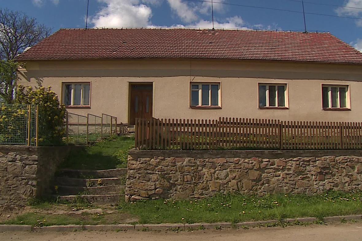 Starosta v obci nežije, vlastní ale tento dům