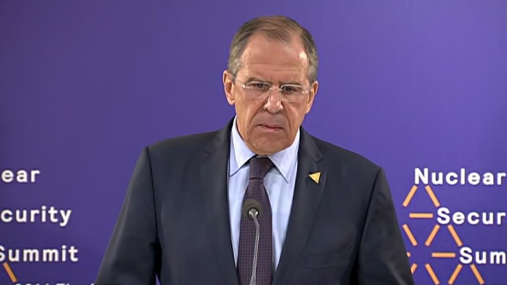 Sergej Lavrov na brífinku v Haagu