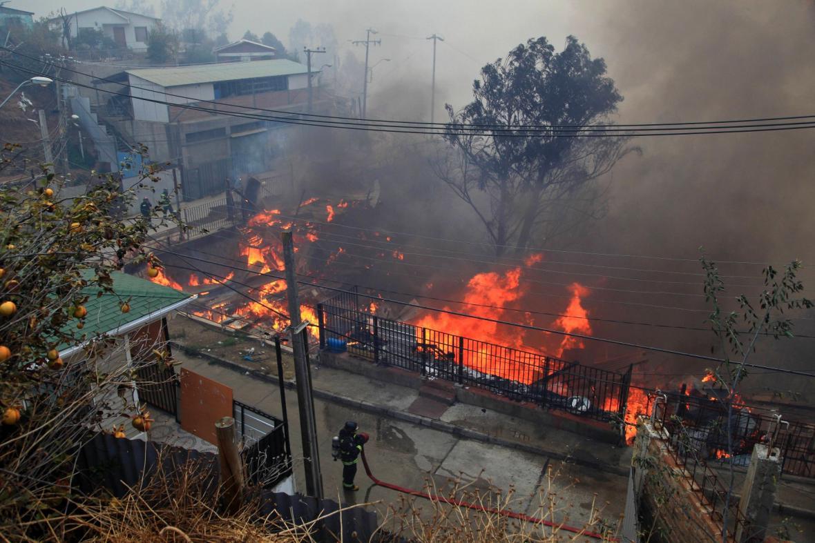 Chile bojuje s požárem v přístavu Valparaíso