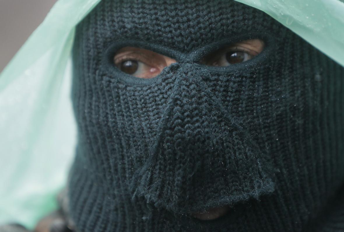 Ozbrojenci ve Slavjansku odmítli odchod z barikád