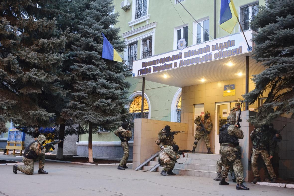 Proruští aktivisté obsadili policejní stanici v Kramatorsku