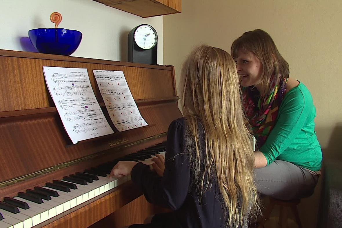 Mezi dětmi je klavír stále populárnější