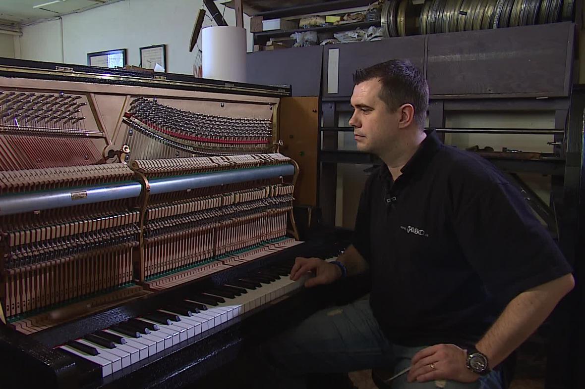 Na nový klavír si zájemce počká i půl roku