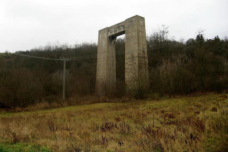 Dálniční pilíř u Brněnské přehrady