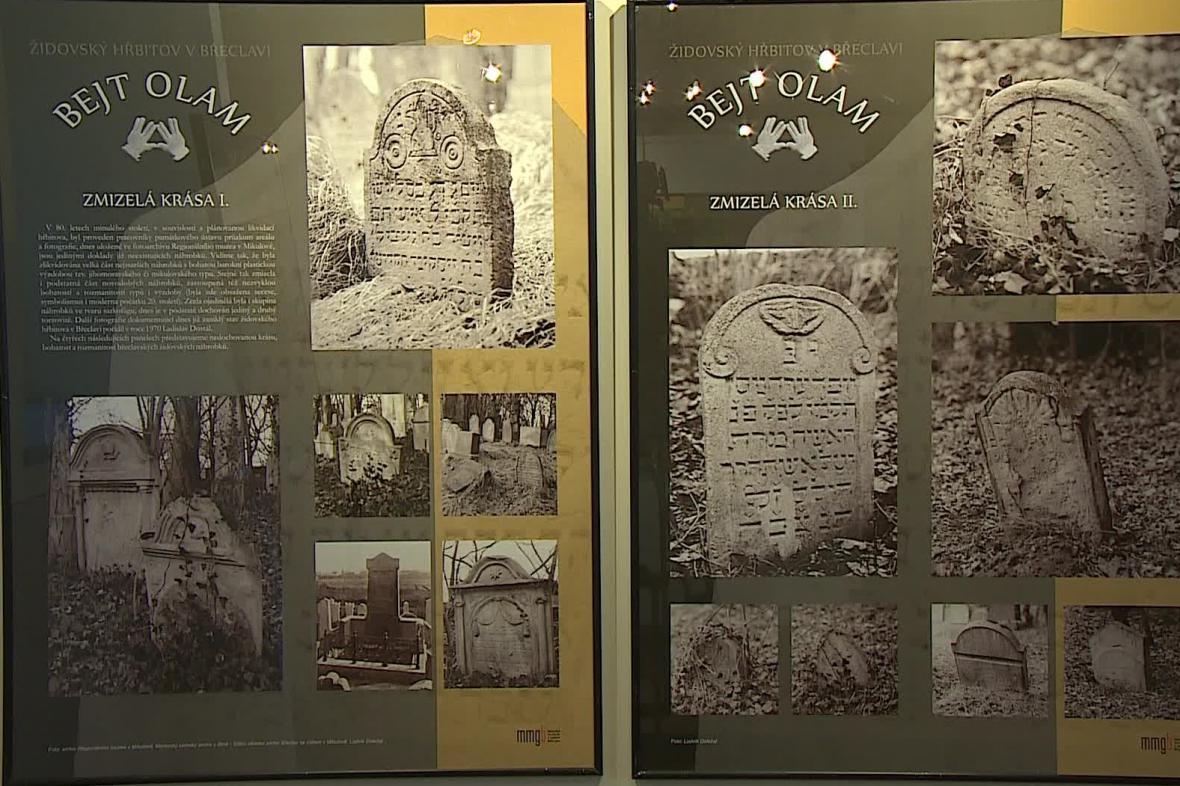 Výstava se věnuje historii břeclavského židovského hřbitova