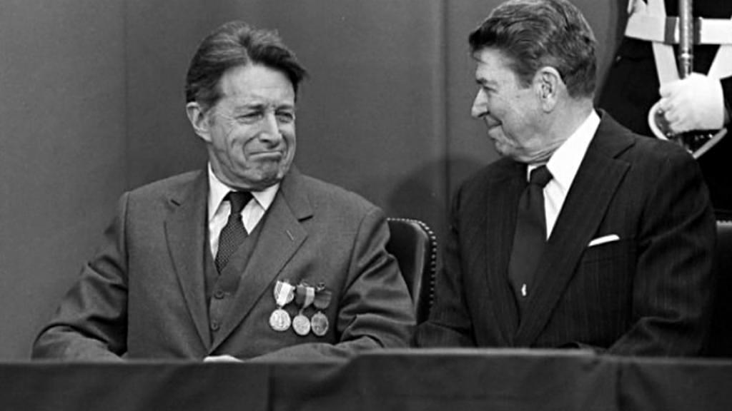 Caspar Weinberger a Ronald Reagan