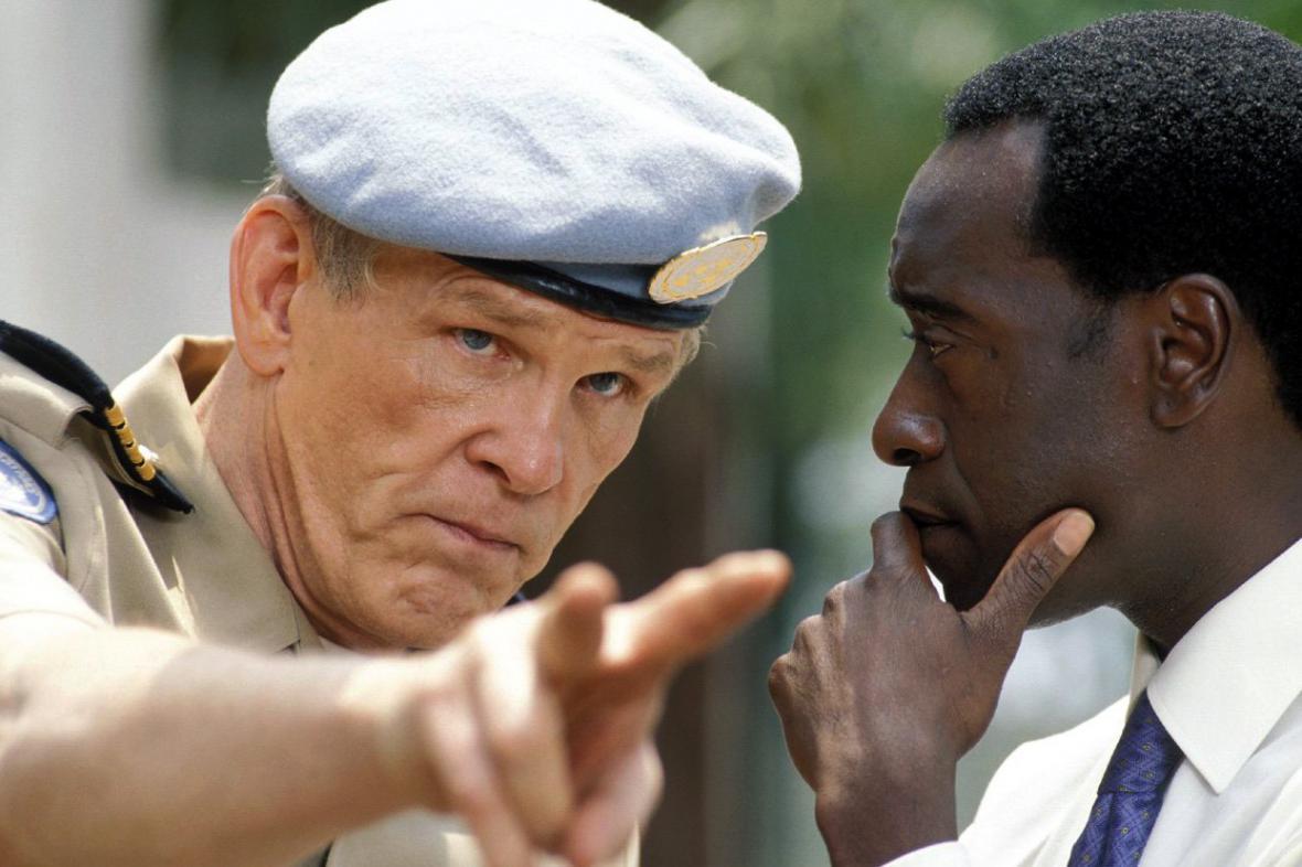 Scéna z filmu Hotel Rwanda