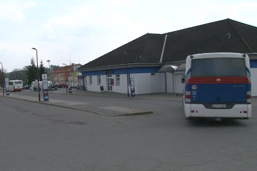 K nehodě došlo na nádraží v Bystřici nad Pernštejnem