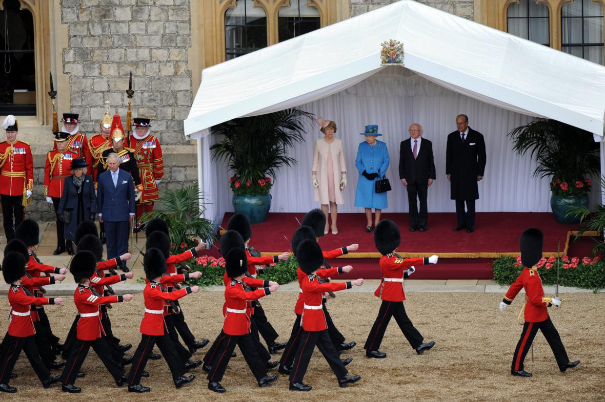 Michael Higgins s královnou Alžbětou II.