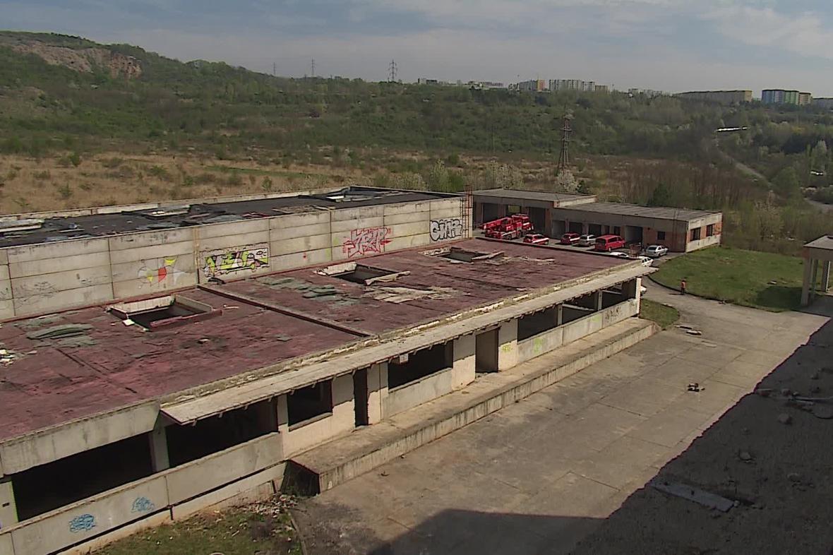 Zchátralá továrna Ergon