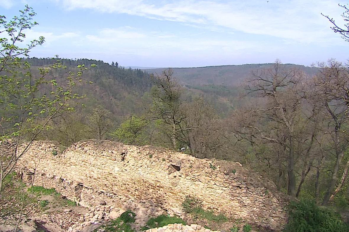 Templštejn stojí nad údolím řeky Jihlavy
