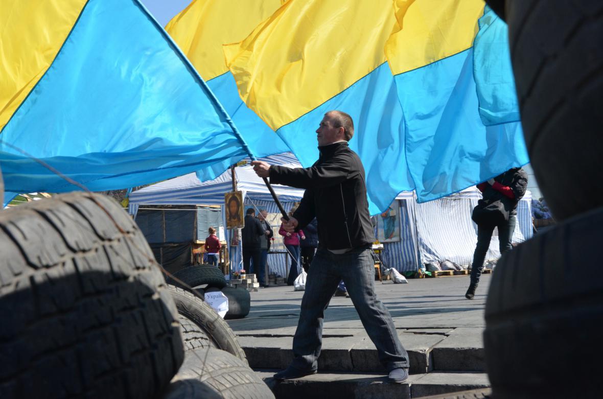 Proukrajinská demonstrace na náměstí Nezávislosti