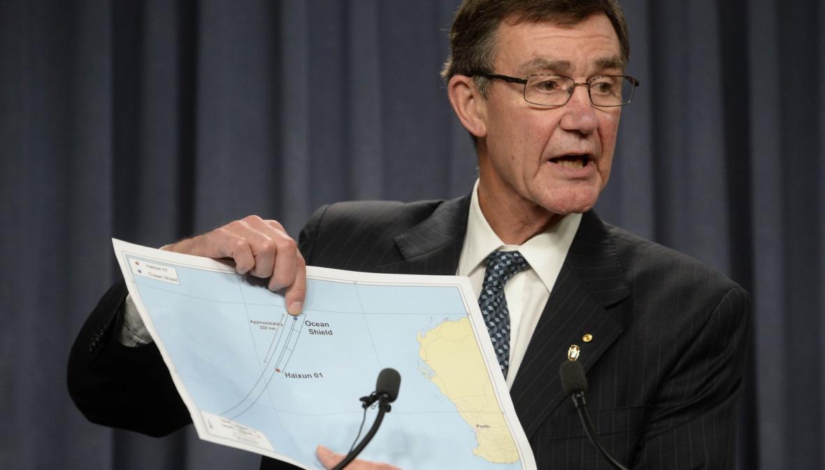 Šéf australského pátracího týmu Angus Houston