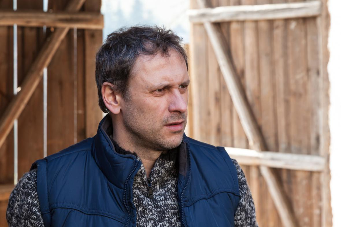 Igor Chmela v televizním filmu Kozy léčí