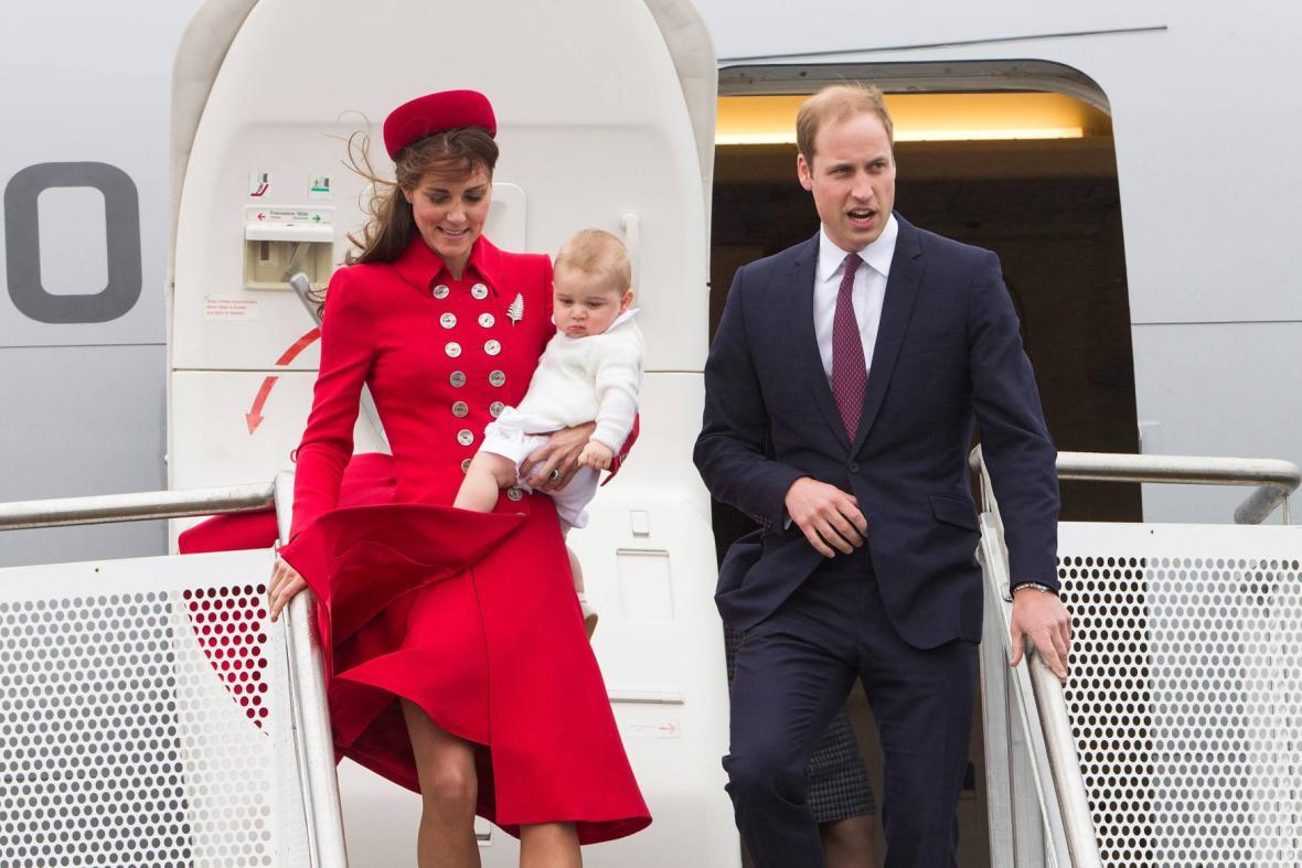 William, Kate a George přiletěli do Wellingtonu