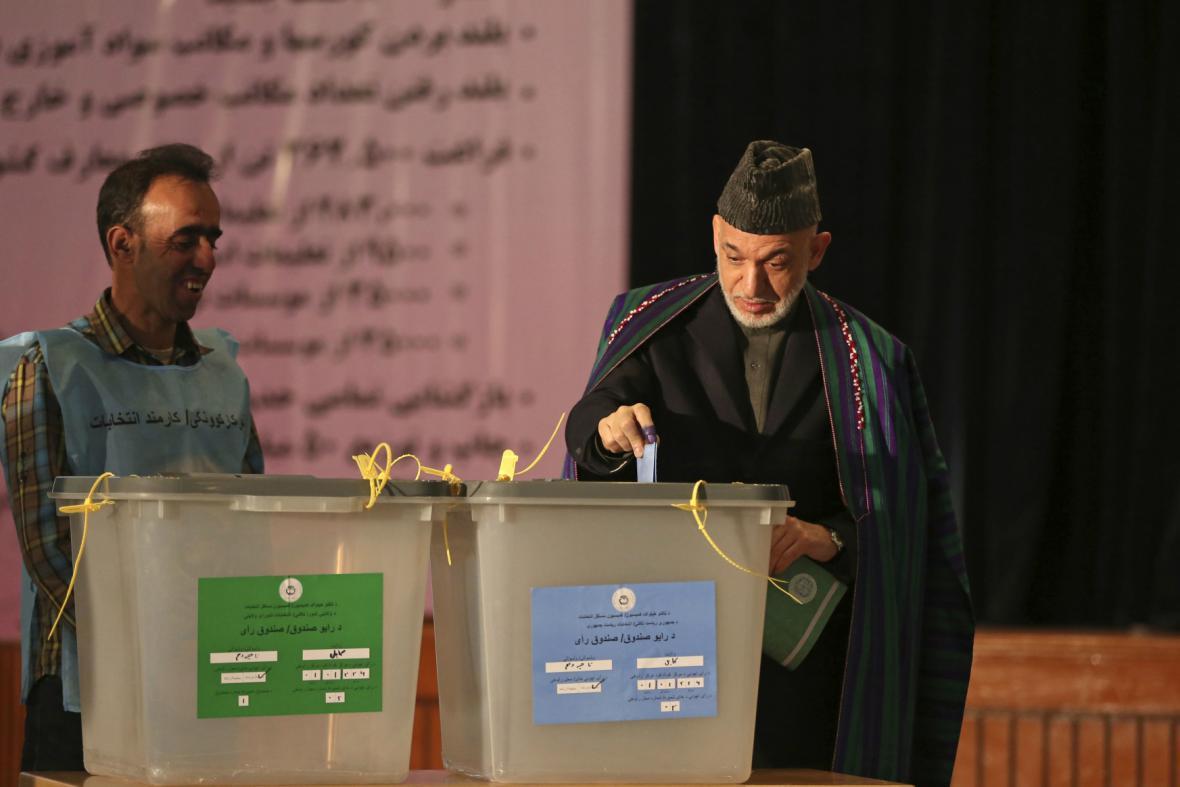 Hámid Karzaj přišel volit svého nástupce