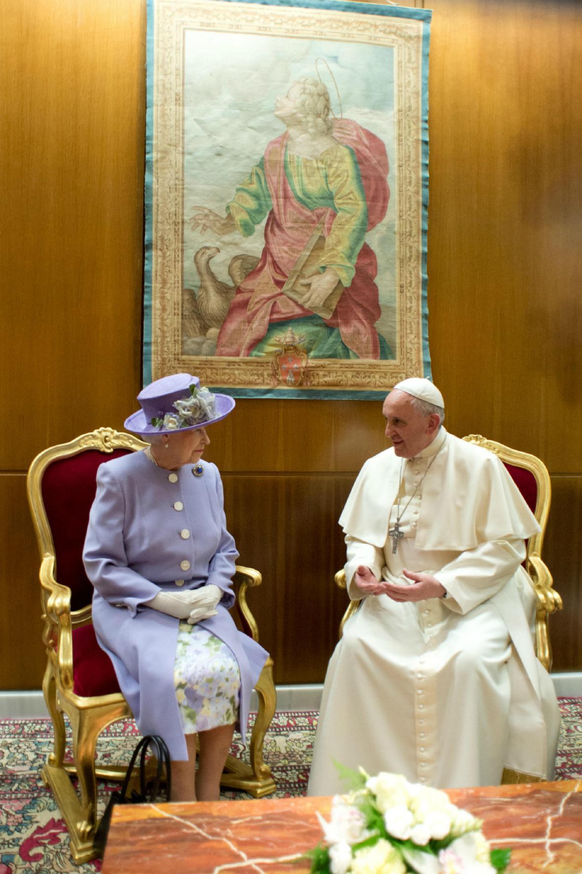 Alžběta II. navštívila papeže Františka