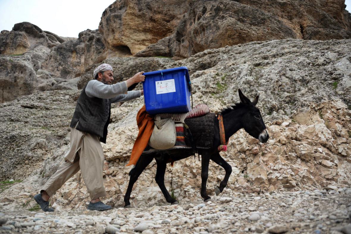 Afghánské volby se neobejdou bez tradičního způsobu dopravy