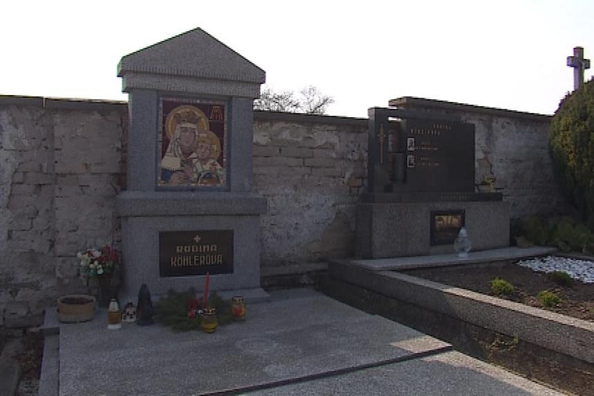 Hrob Jana Köhlera ve Strážovicích. Mozaiku si navrh sám