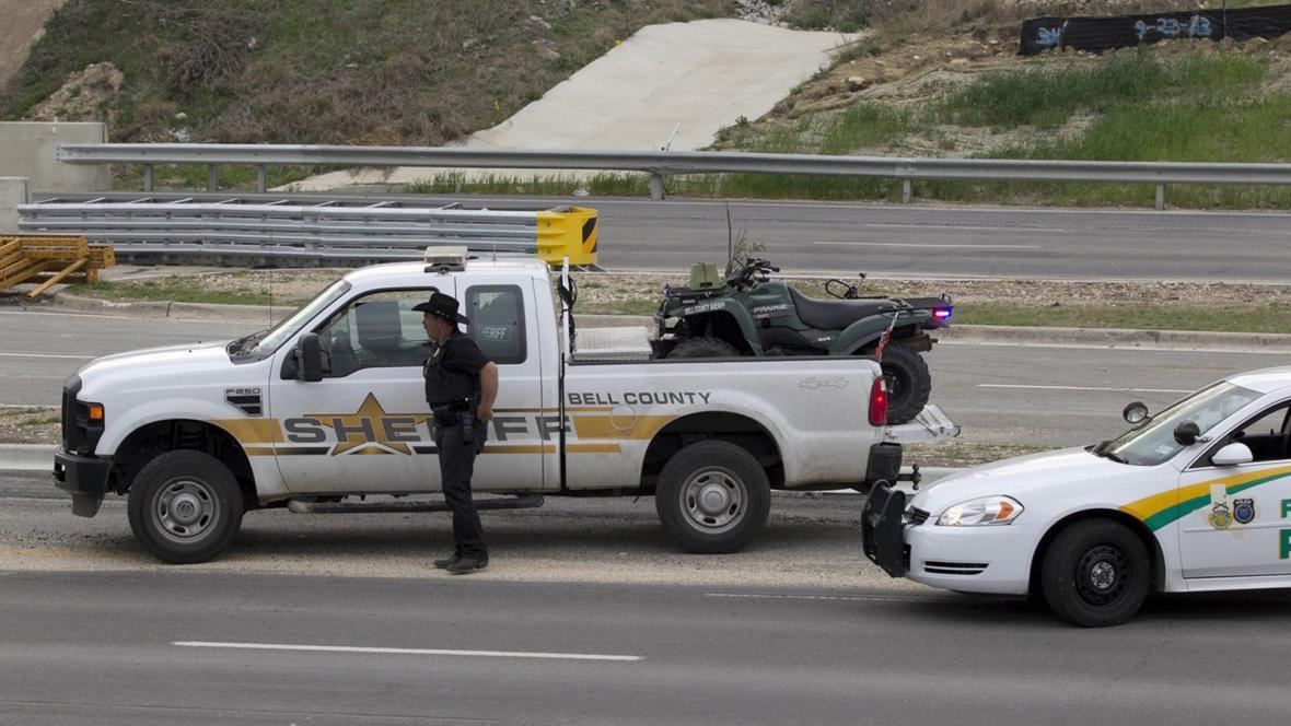 Střelba na vojenské základně Fort Hood v Texasu
