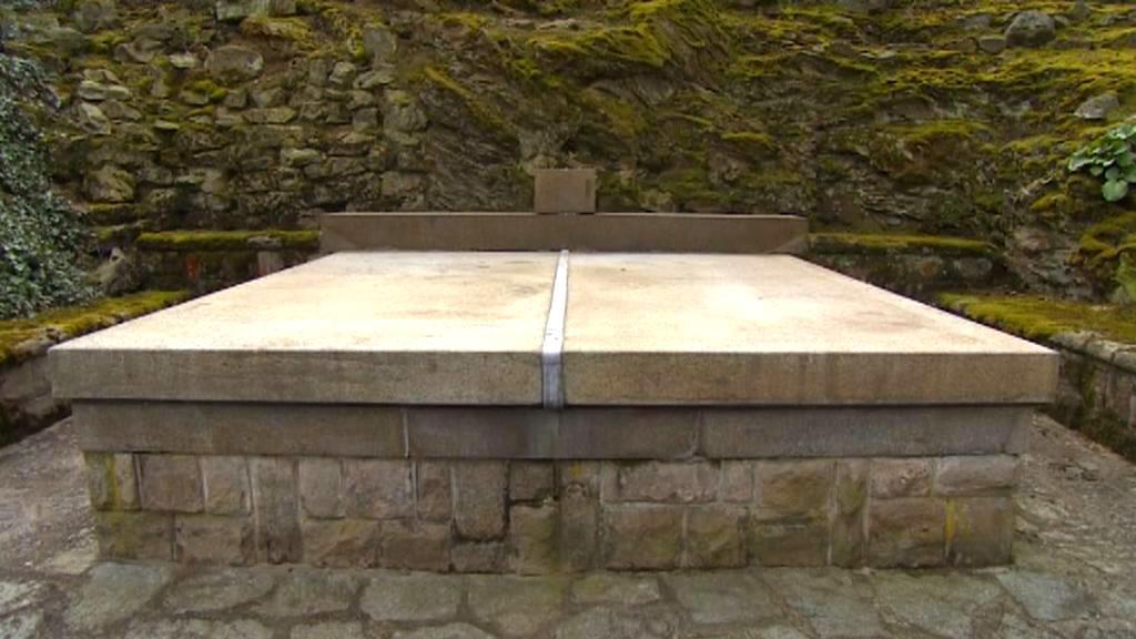 Hrobka Edvarda Beneše bez busty