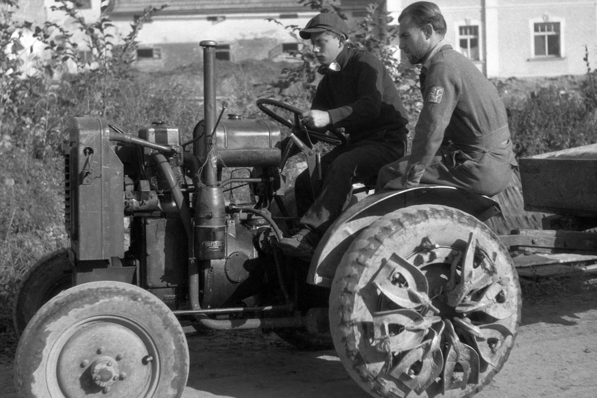 Traktor z počátku 20. století