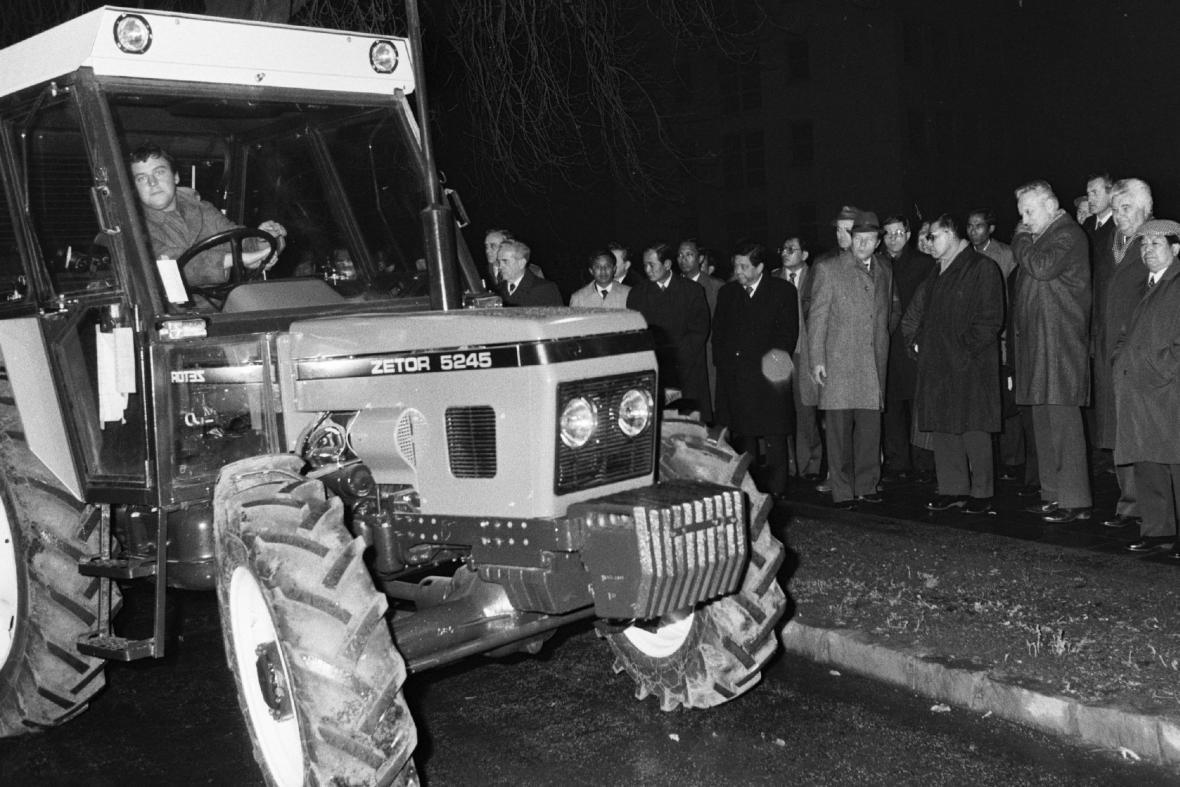 Traktor výrobce Zetor v roce 1984