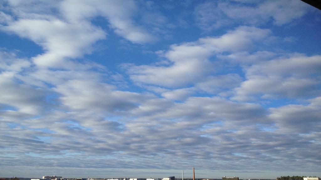 Pohled z letadla na oblohu nad Finskem