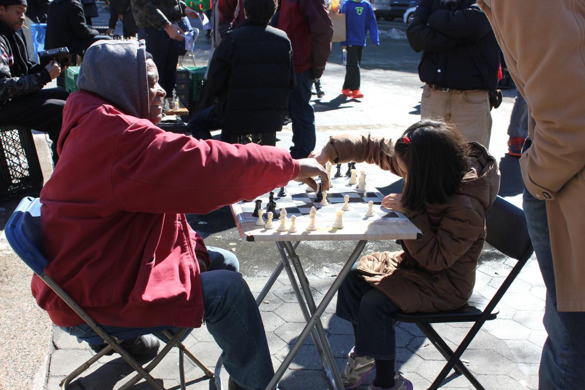 Na ulici se můžete naučit i hrát šachy