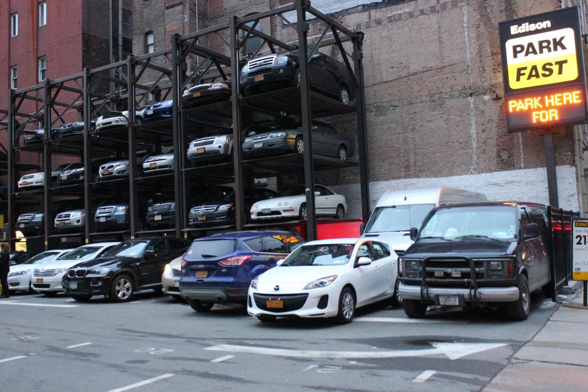 Parkovacími místy je třeba šetřit