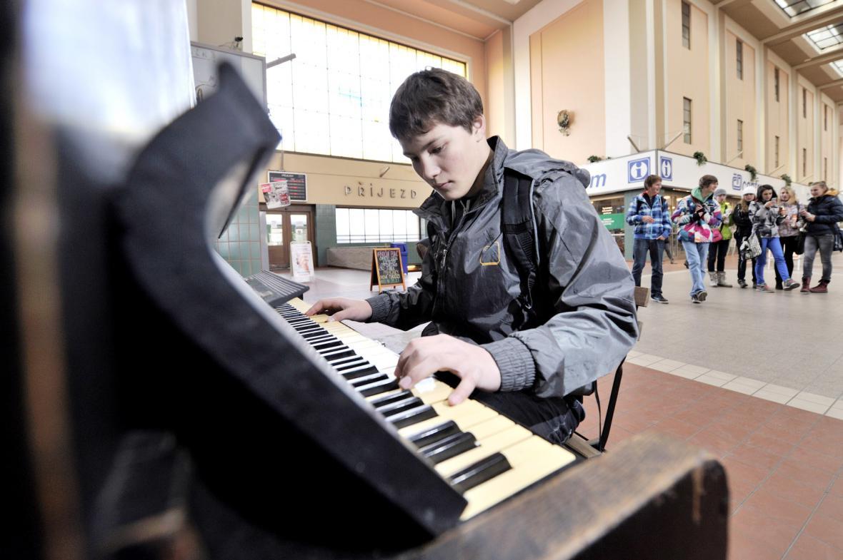 Piano v ulicích Hradce Králové