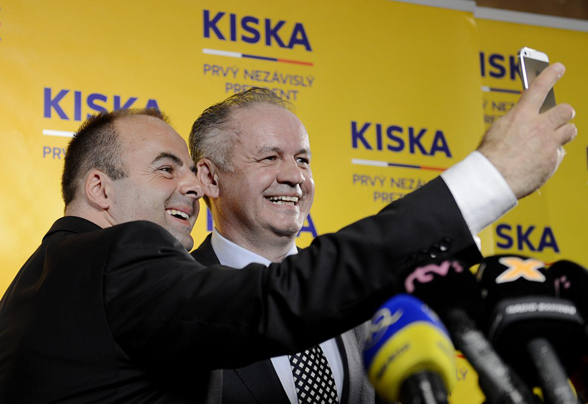 Andrej Kiska (vpravo) s členem volebního týmu