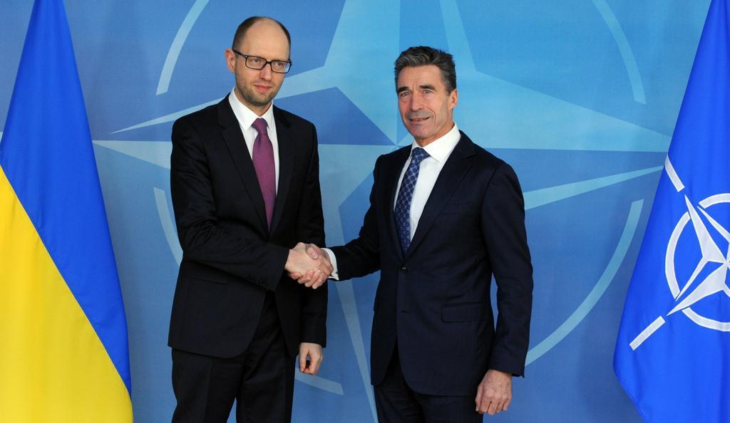 Rasmussen při setkání s ukrajinským premiérem Jaceňukem