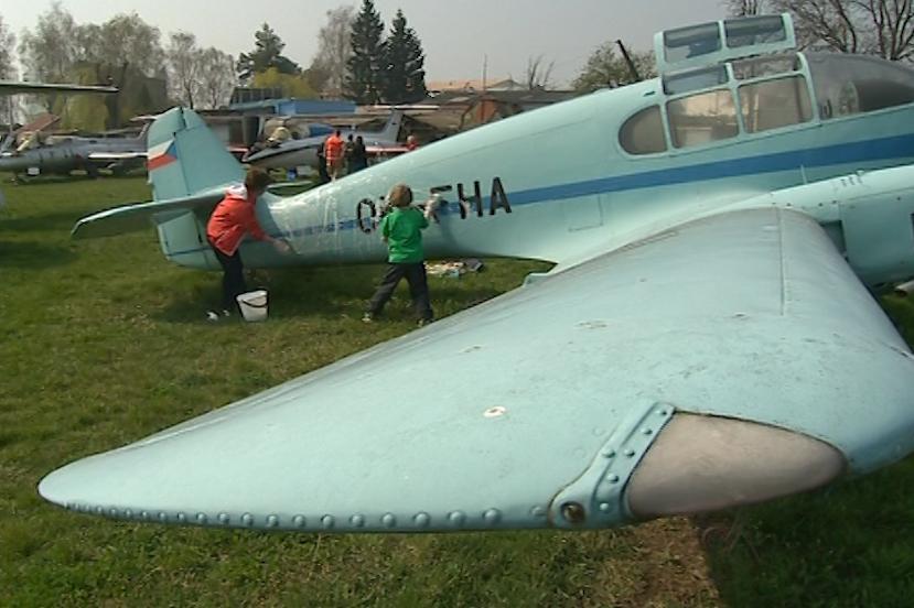 Stará letadla by potřebovala do hangáru