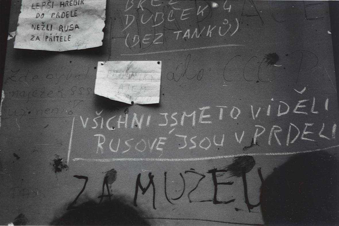 Hanlivé nápisy po vítězství Čechoslováků nad SSSR