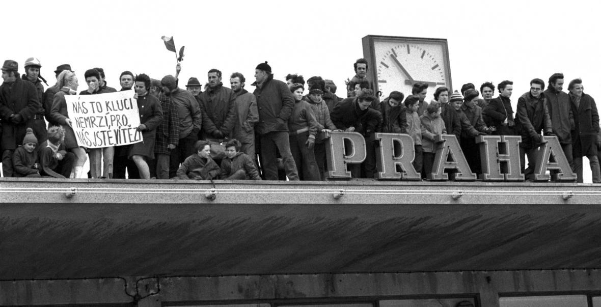Tisíce lidí přivítaly 31. března v Praze čs. hokejové mužstvo, které ze Stockholmu přivezlo bronz
