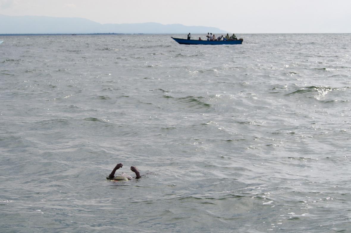 Potopení lodě na Albertově jezeře