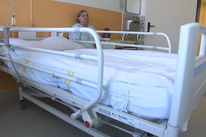 Jedna moderní polohovací postel stojí cca 25 tisíc korun