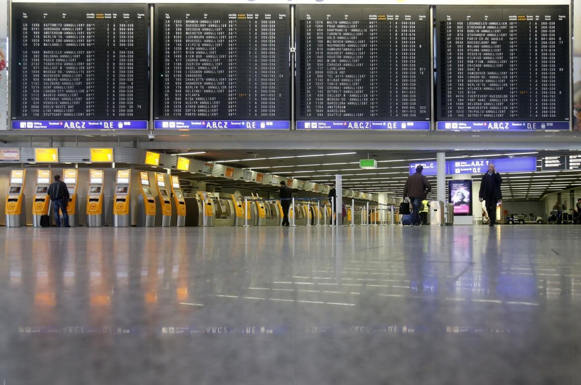 Stávka vyprázdnila letiště ve Frankfurtu