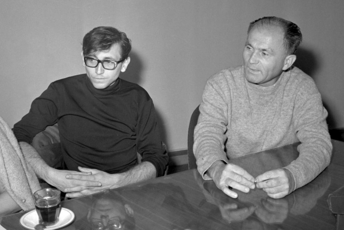 Jiří Menzel a Bohumil Hrabal ve Filmovém klubu v roce 1966
