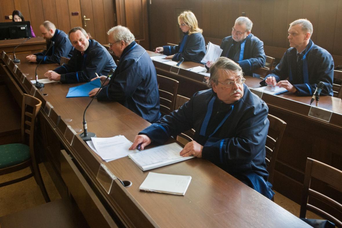 Soud v kauze zmanipulovaných armádních zakázek