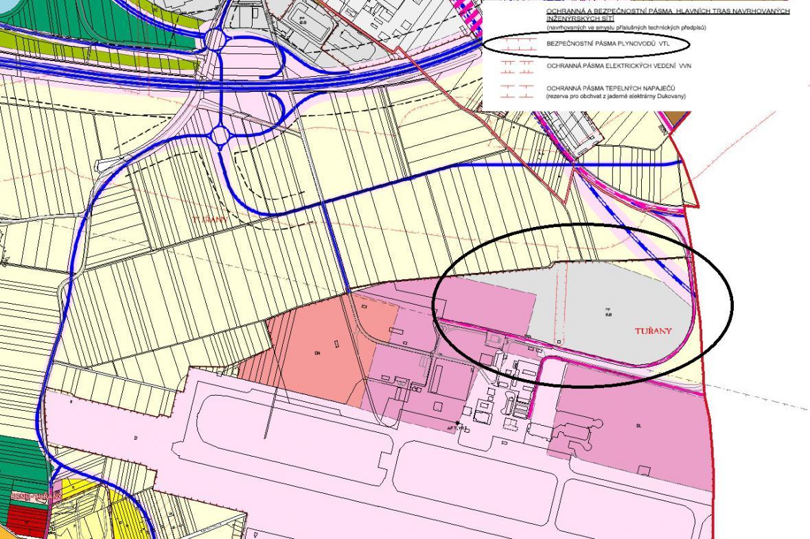 Přes pozemek u letiště vede vysokotlak plynu