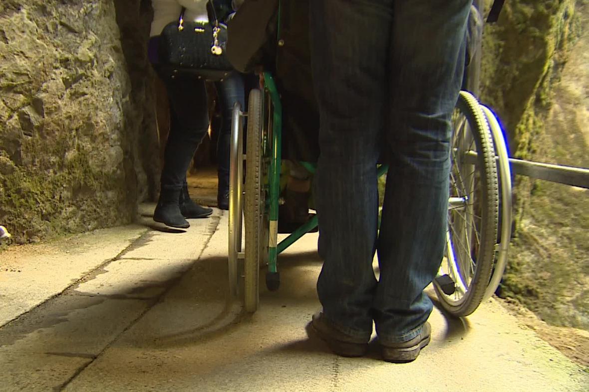 Lidé na vozíku se teď dostanou i na dno Macochy
