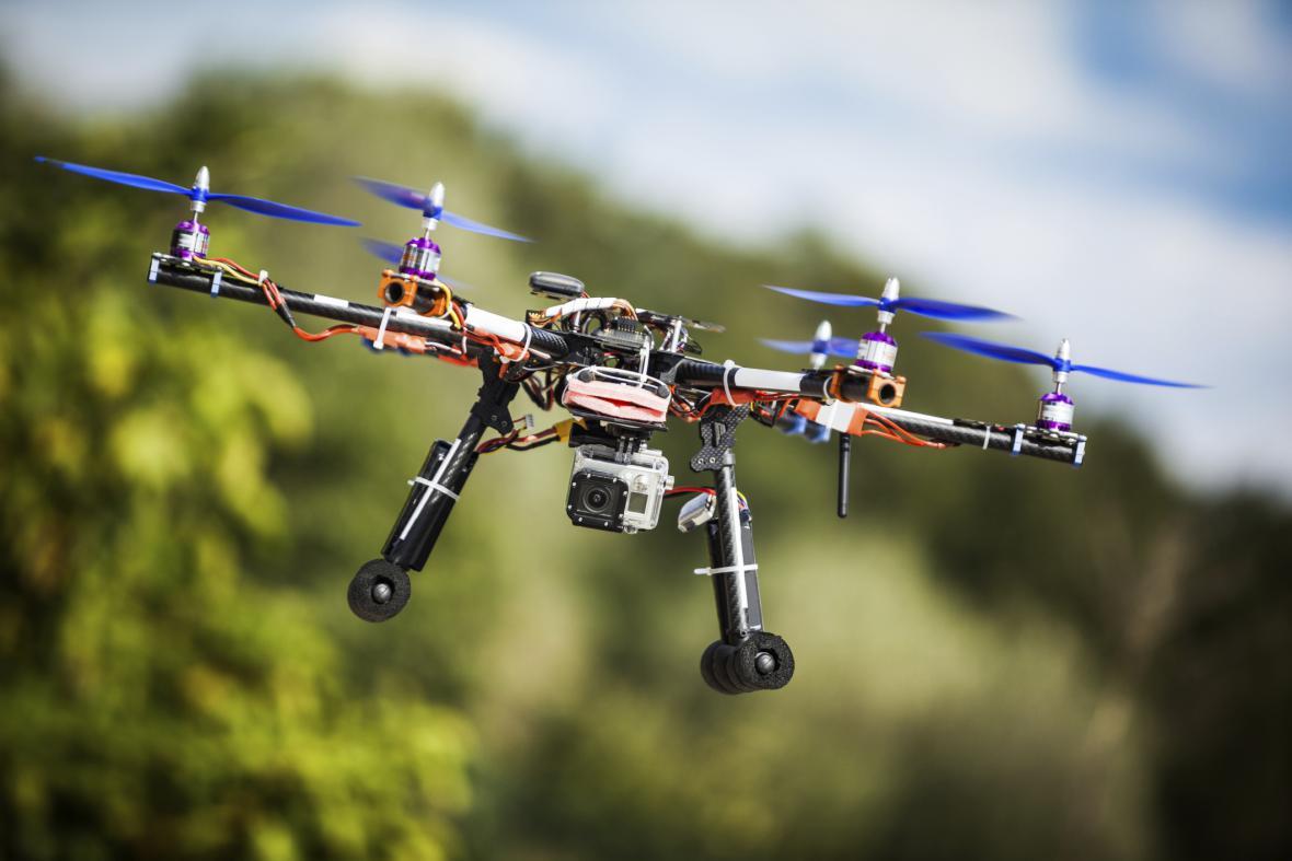 Letadlo s kamerou na dálkové ovládání