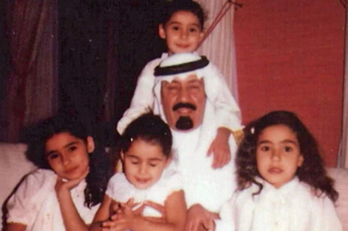 Král Abdalláh se svými dcerami