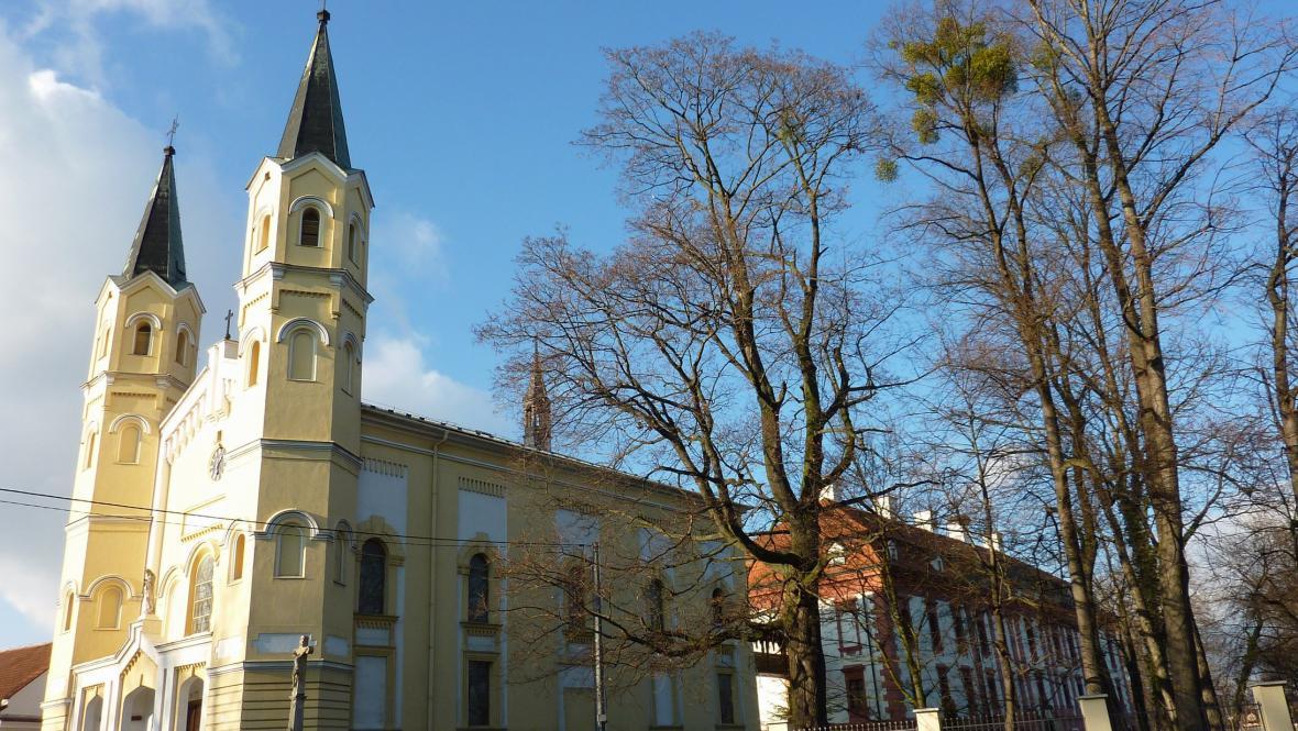 kostel Povýšení sv. Kříže v Kuníně