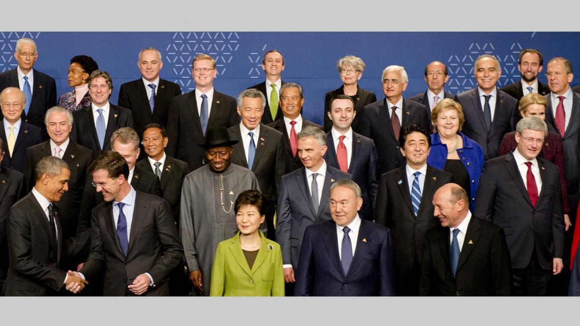 Účastníci jaderného summitu v Haagu