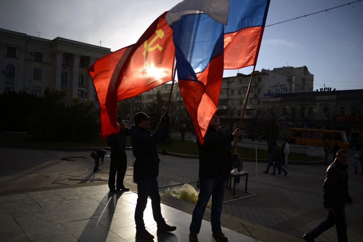 Vlajky na Leninově náměstí v Simferopolu