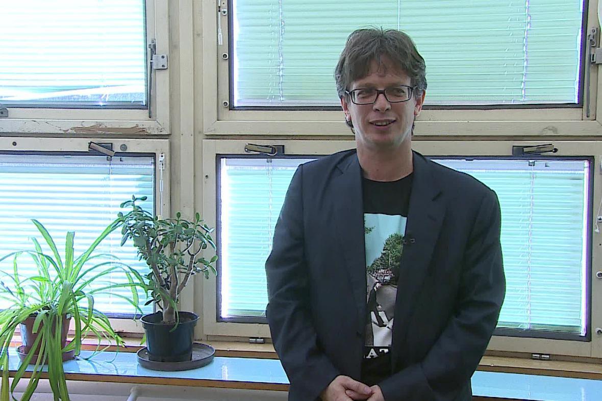 Korupční hodiny ve školách organizuje bývalý novinář Tomáš Fránek